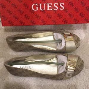 NEW-Logo Flats by Guess